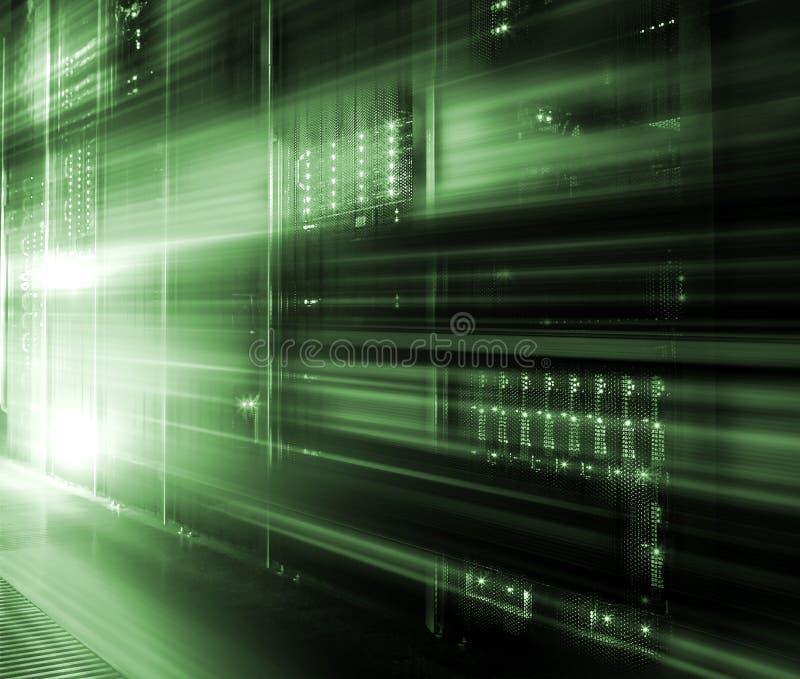 Abstração clara digital do armazenamento de alta velocidade grande do servidor do centro de dados Conceito do movimento da tecnol foto de stock