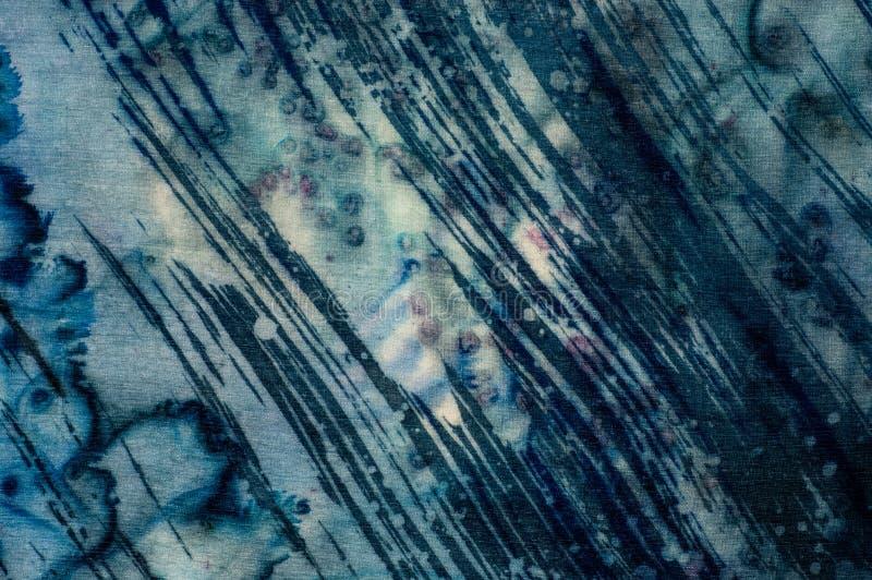 Abstração, turquesa e violeta, batik quente, textura do fundo, feito a mão na seda foto de stock