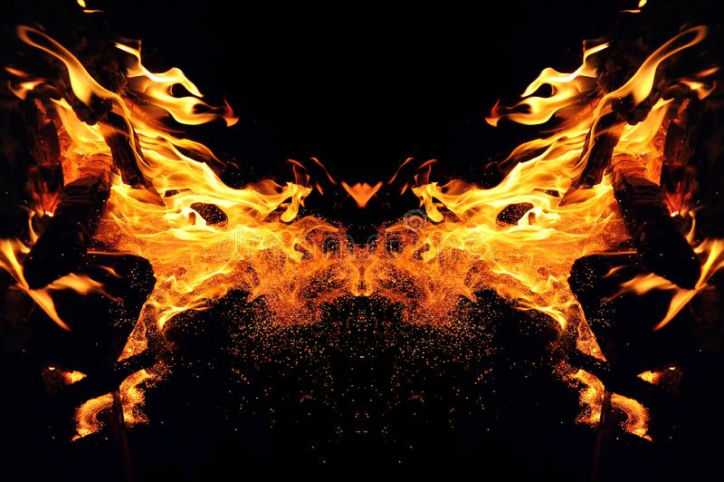 Abstracción, fuego ardiente con las chispas Tipo místico de cabeza de la mariposa o del gato imagenes de archivo