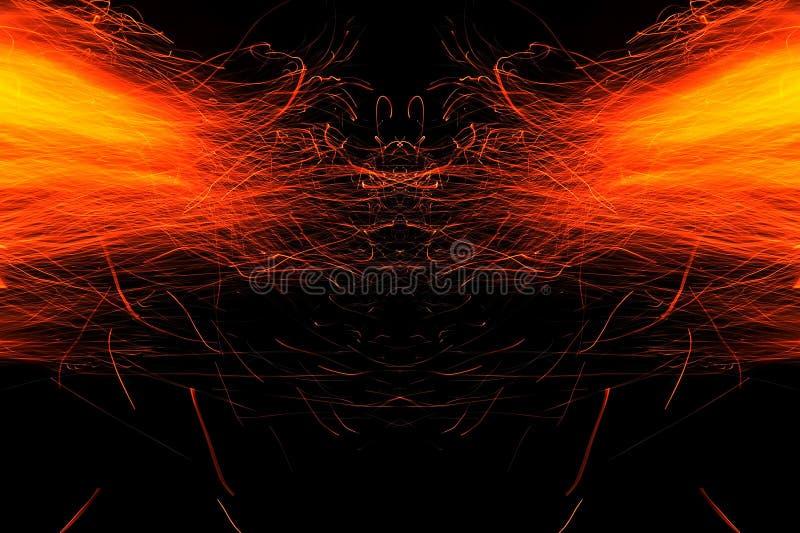 Abstracci?n, fuego ardiente con las chispas Prototipo m?stico con los modelos para el fondo Reflexi?n horizontal imagen de archivo