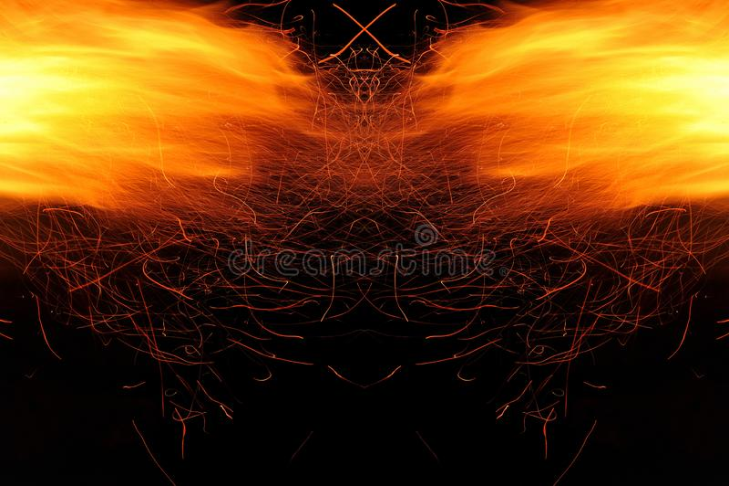 Abstracci?n, fuego ardiente con las chispas Prototipo m?stico con los modelos para el fondo Reflexi?n horizontal fotos de archivo