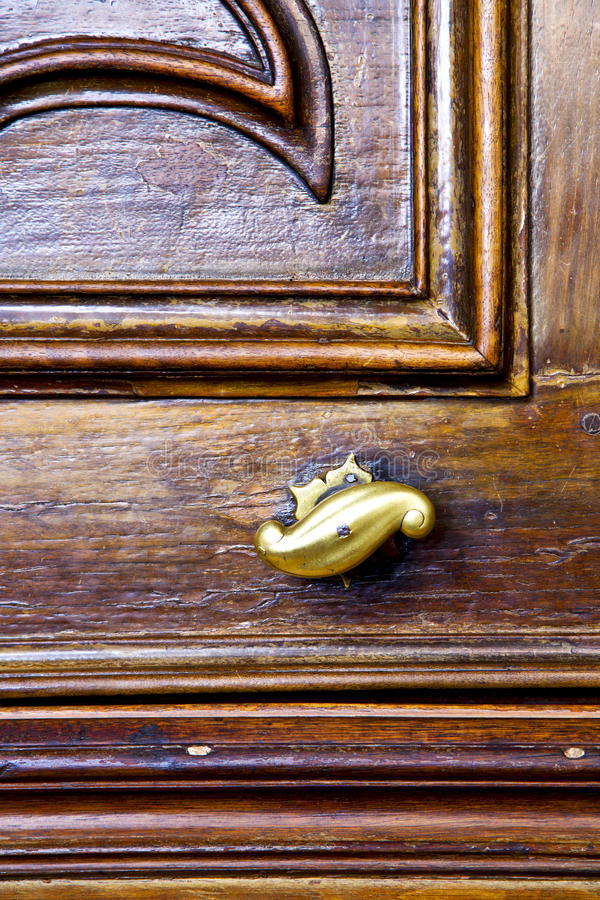 abstract brown knocker in a closed wood door ceppino italy stock photography