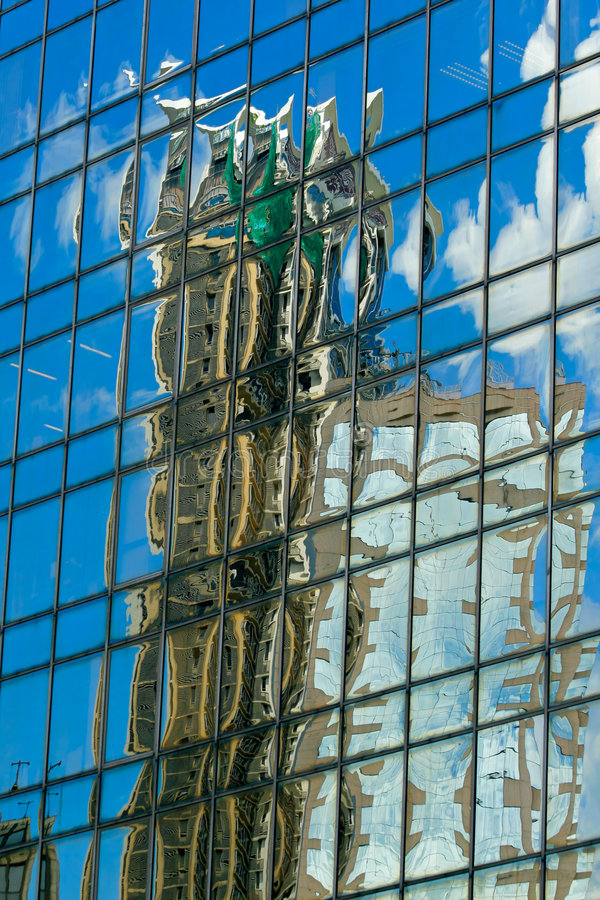 Free Abstract Building Reflection Royalty Free Stock Images - 5809149
