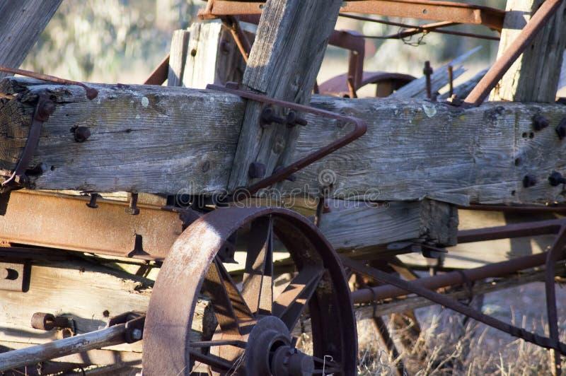 Abstract neem een uitstekende landbouwbedrijfwagen over royalty-vrije stock foto
