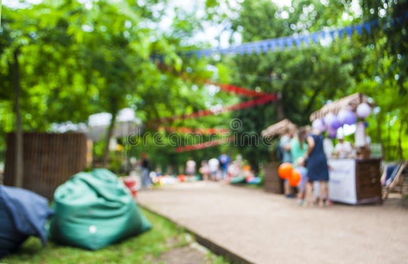 Abstract onduidelijk beeldbeeld van dagfestival in tuin met bokeh stock foto