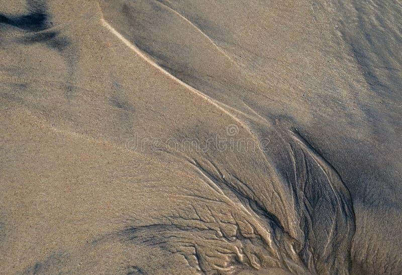 Abstract patroon op het strandzand stock foto's