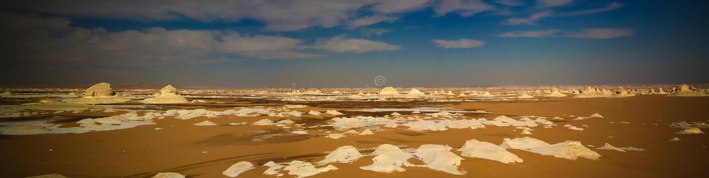 Abstracte aardbeeldhouwwerken in Witte woestijn, de Sahara, Egypte royalty-vrije stock fotografie