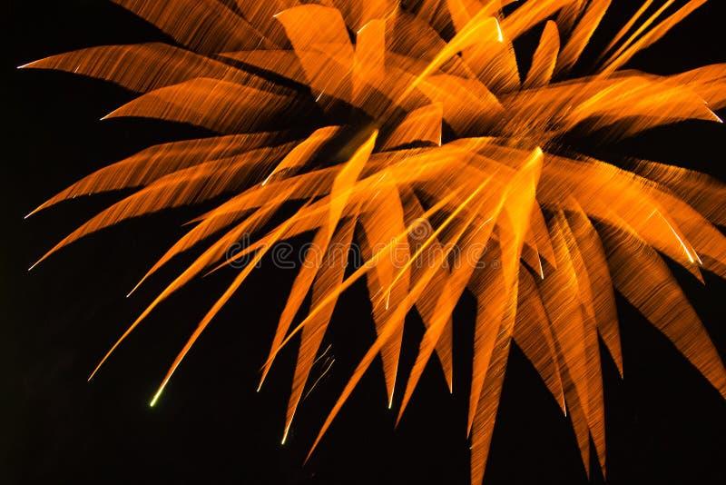 Abstracte Achtergrond: Vaag Oranje Bloemvuurwerk die de Hemel weggaan stock afbeeldingen