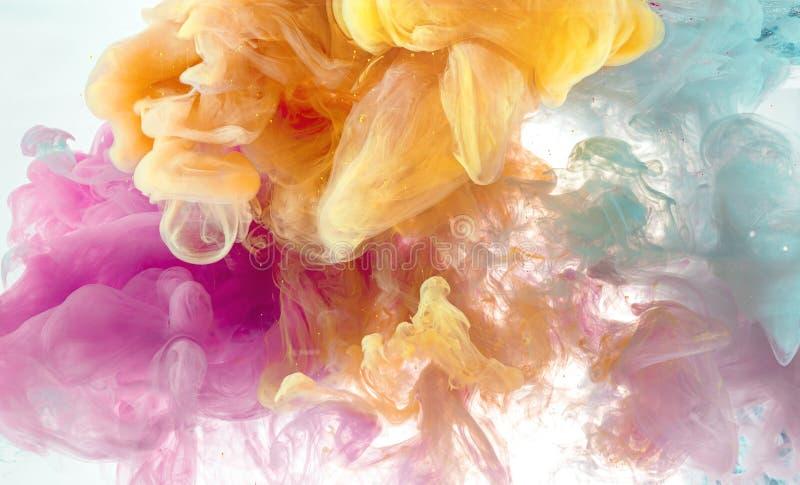 Abstracte achtergrond van de kleurenmengeling van de pastelkleurinkt in water royalty-vrije stock afbeelding