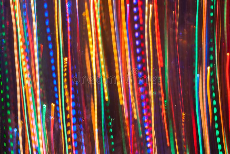 Abstracte achtergrond van heldere gloeiende multicolored verticale stevige en gestormde lijnen royalty-vrije stock afbeelding