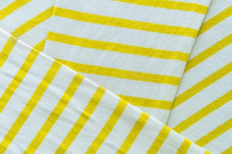 Abstracte achtergrond van witte en gele stoffentextuur stock foto's