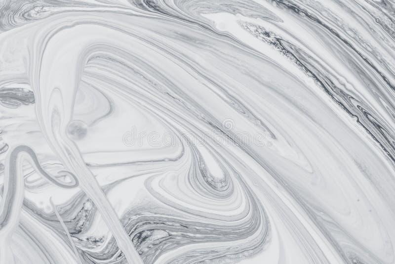 Abstracte achtergrond, witte en zwarte minerale olieverf op water stock fotografie