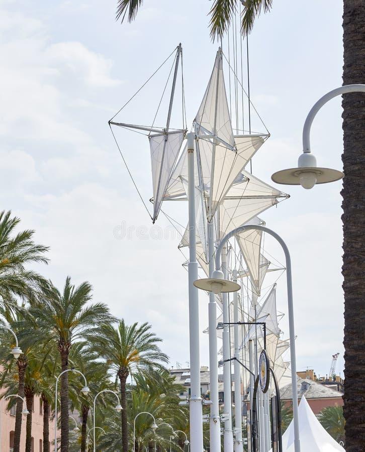 Abstracte architectuur in de oude haven van Genua stock foto's