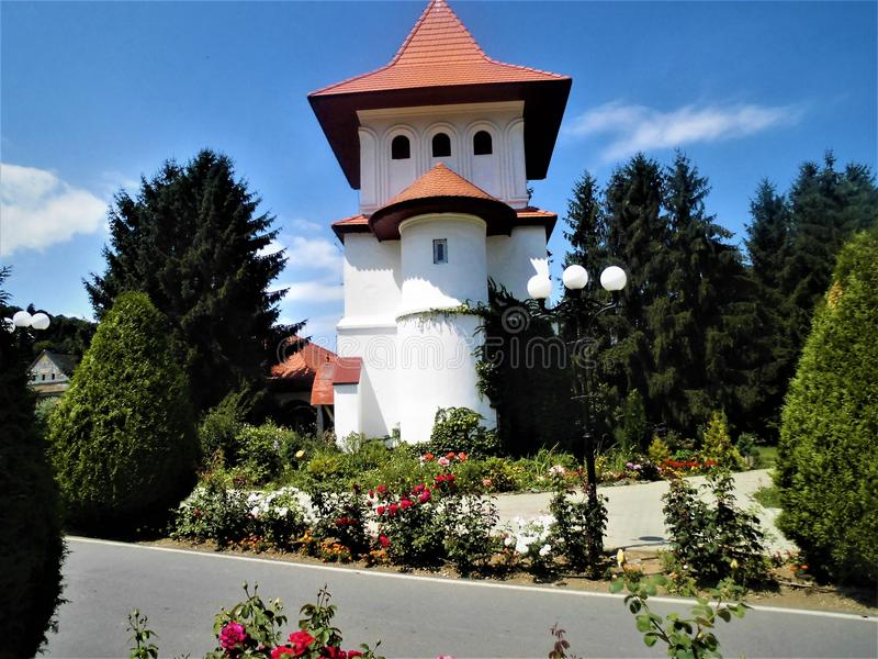 Abstracte beeldenbeelden met kerk in Roemenië stock afbeeldingen