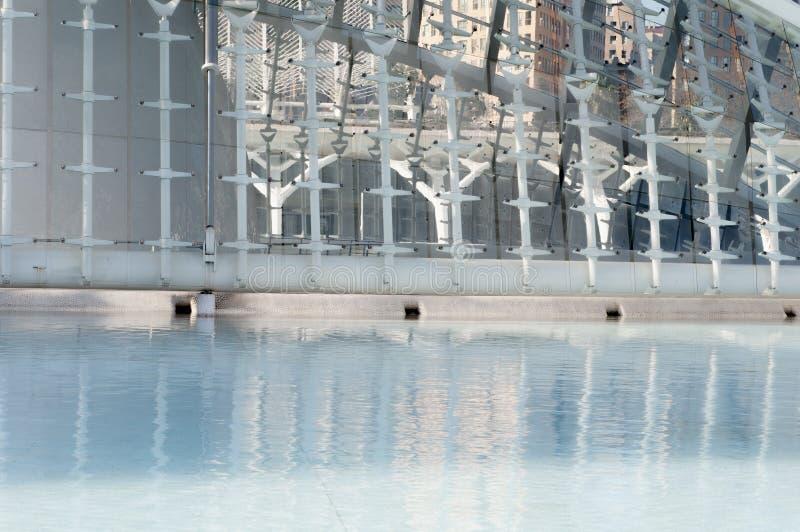 Abstracte bezinningen in het water, stad van Kunsten en Wetenschappen, Valencia stock afbeelding