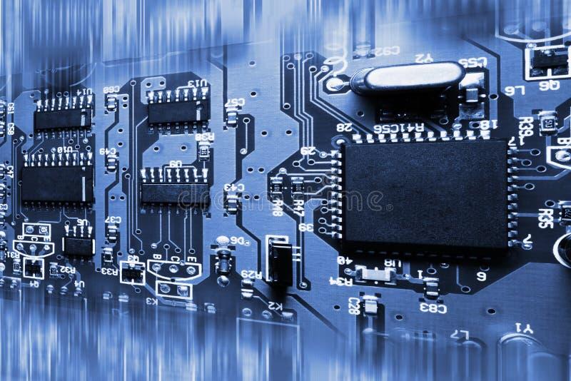 Abstracte blauwe elektronische kringsraad stock foto's