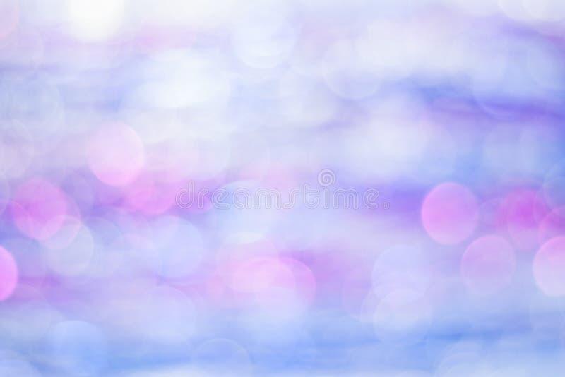 Abstracte blauwe en purpere bokehachtergrond Cirkellichten van onduidelijk beeld stock foto