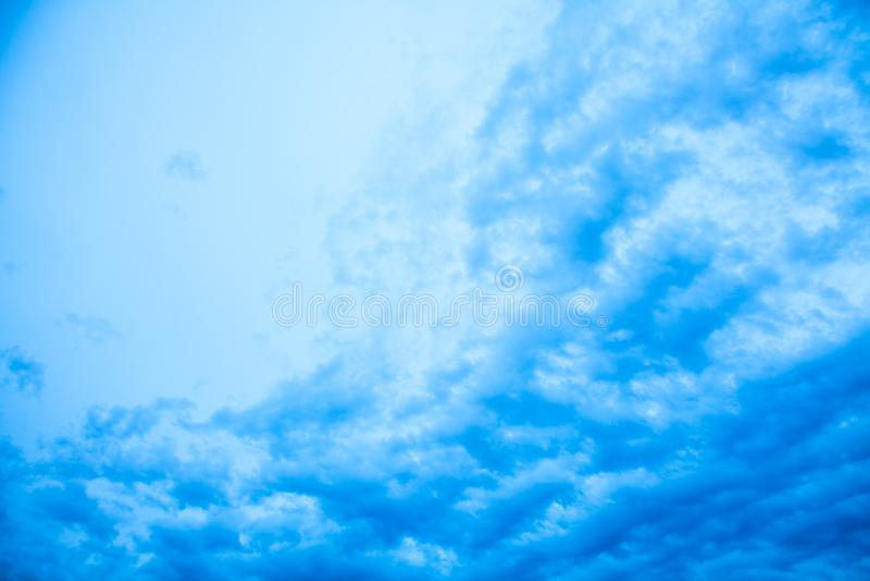 Abstracte blauwe horizontale achtergrond royalty-vrije stock afbeelding
