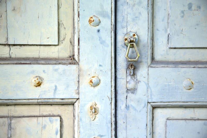 Abstracte dwars gesloten houten deurvenegono Varese Italië royalty-vrije stock afbeelding