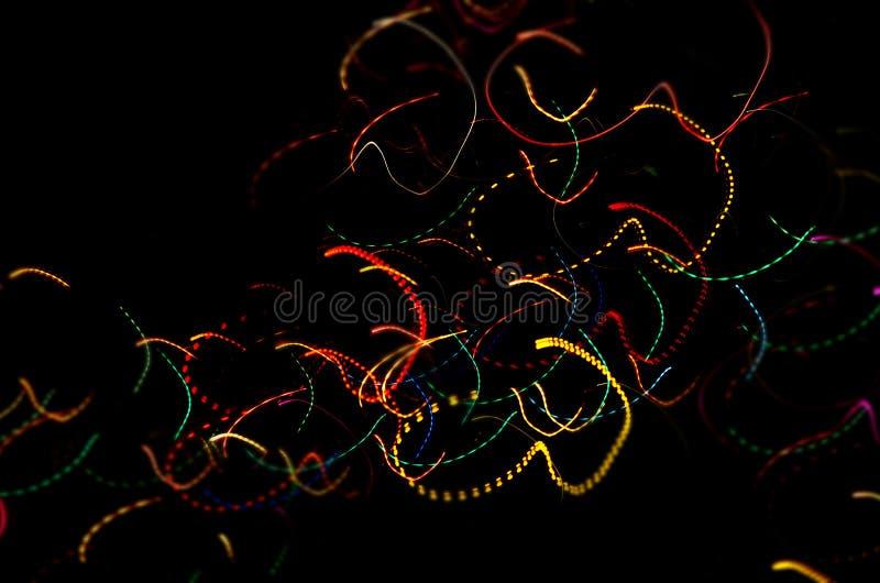 Abstracte gloeiende lijnen op zwarte achtergrond stock afbeeldingen