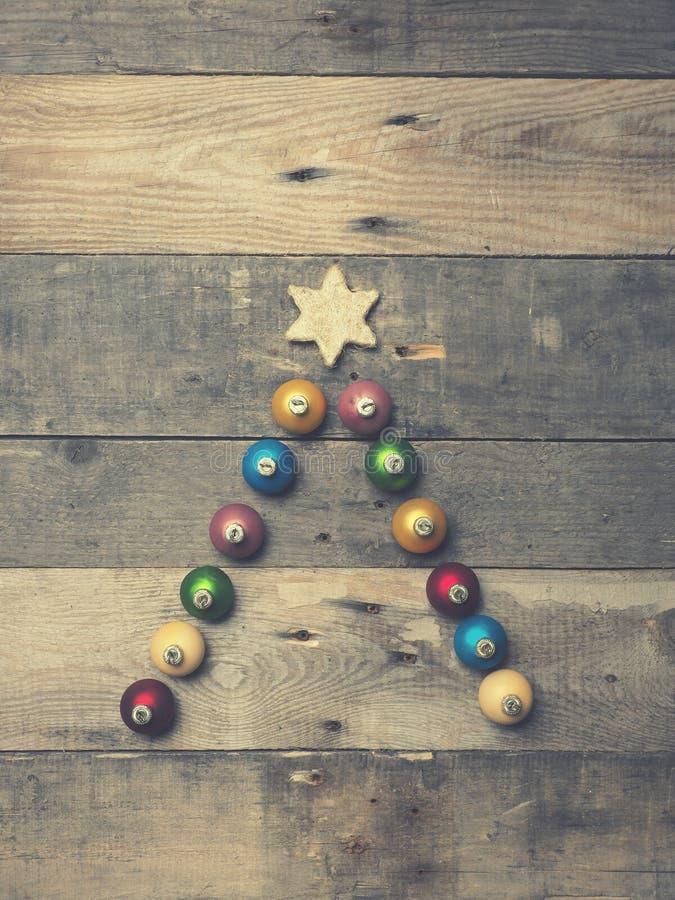 Abstracte Kerstboomvorm op rustiek hout royalty-vrije stock fotografie