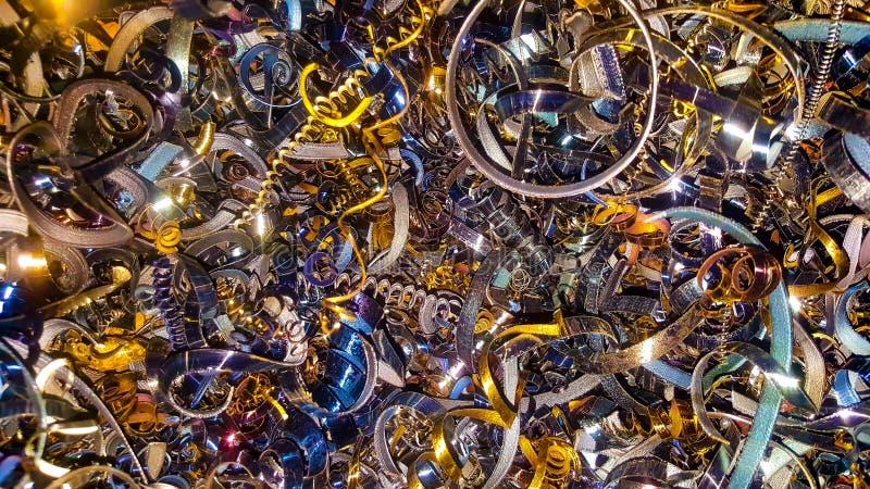 Abstracte kleurenachtergrond van metaalspaanders Verwerking van ijzerhoudende en non-ferrometalen in een fabriek of een installat royalty-vrije stock fotografie