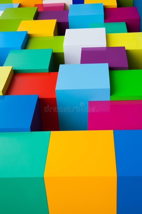 Abstracte kleurrijke geometrische achtergrond Geelgroene blauwe rode roze witte blokken gekleurde randvormen Verticale foto stock afbeelding