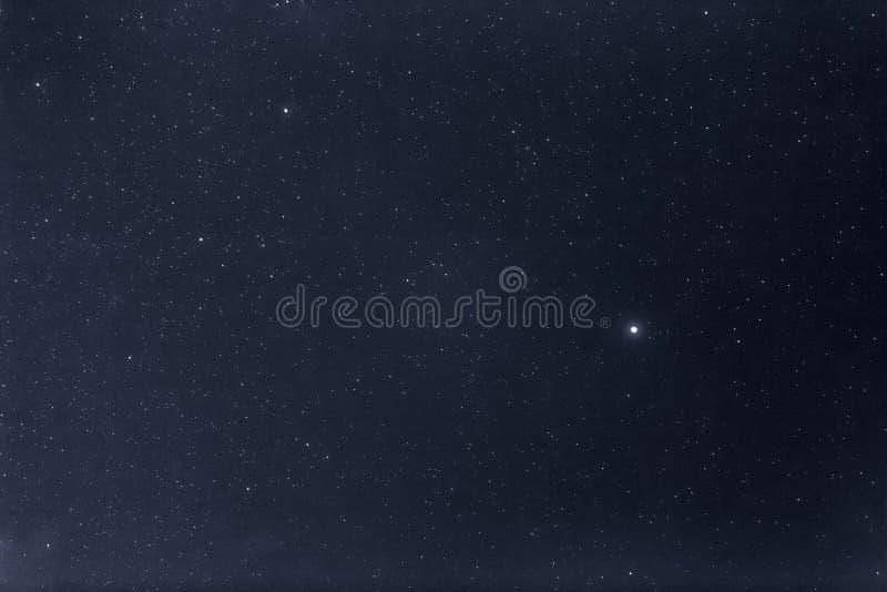 Abstracte lange blootstellingsfotografie van nachthemel en ster stock afbeelding