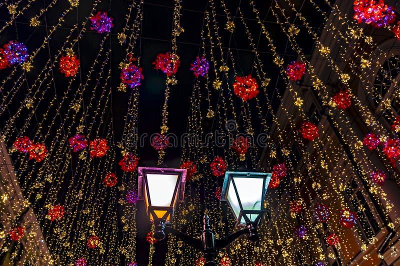 Abstracte Lichte Bokeh-Achtergrond Kerstmis steekt achtergrond aan De nieuwe achtergrond van de jaarstraatlantaarn stock fotografie