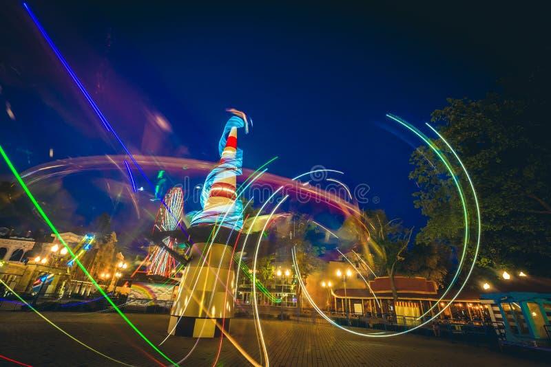 Abstracte lichte slepen van carrousels in het park van Kharkiv Gorky stock fotografie