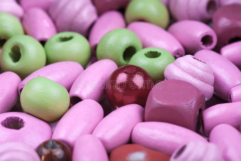 Abstracte macroachtergrond van roze en groene stuk speelgoed parels royalty-vrije stock afbeelding