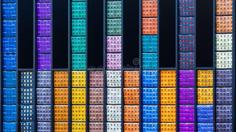 Abstracte mening van multi-colored dozen met schoonheidsmiddelen redactie royalty-vrije stock afbeelding