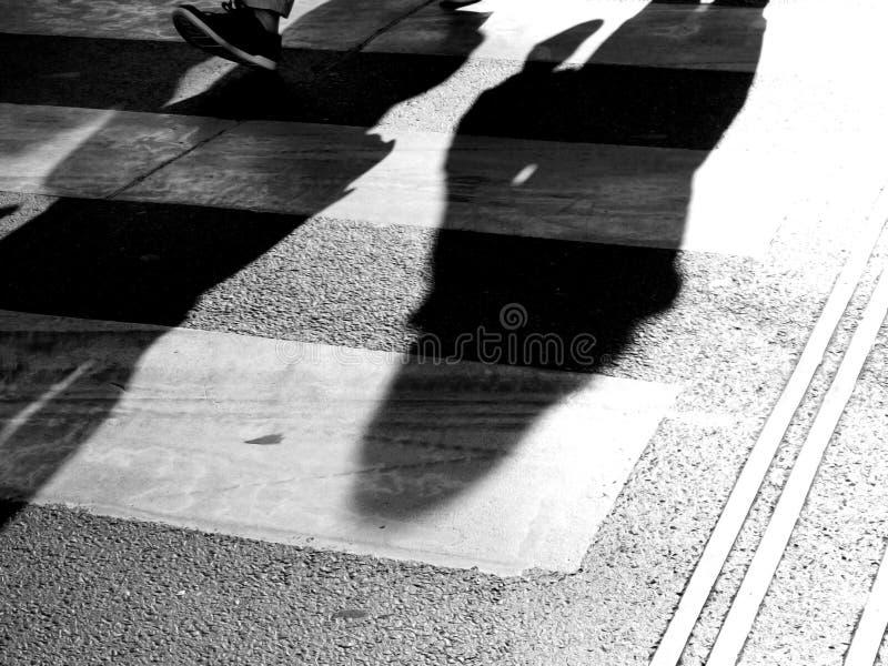 Abstracte mensen die in de stad lopen stock afbeelding