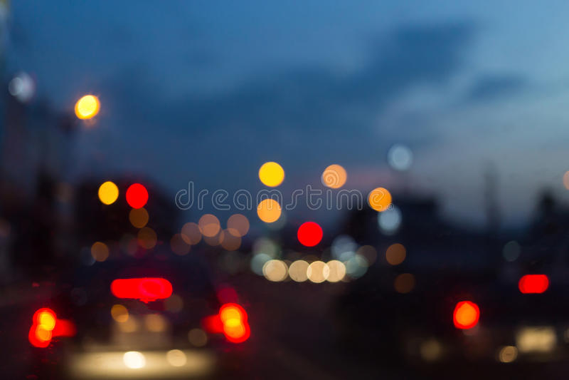 Abstracte onduidelijk beeldachtergrond, autoverkeerslicht in de stad royalty-vrije stock afbeelding