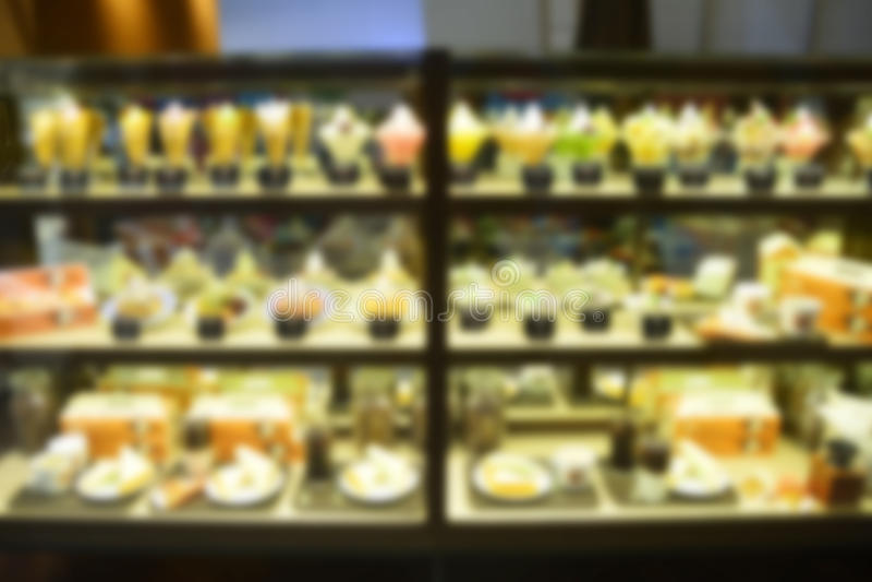 Abstracte Onduidelijk beeldachtergrond van cake op Plank in Supermar stock afbeeldingen