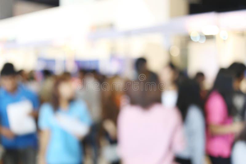 abstracte onduidelijk beeldachtergrond van mensen in het Winkelen mal royalty-vrije stock foto