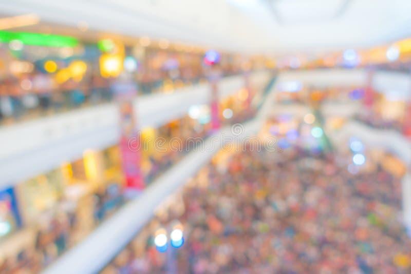 Abstracte onduidelijk beeldmensen in winkelcentrum stock afbeeldingen