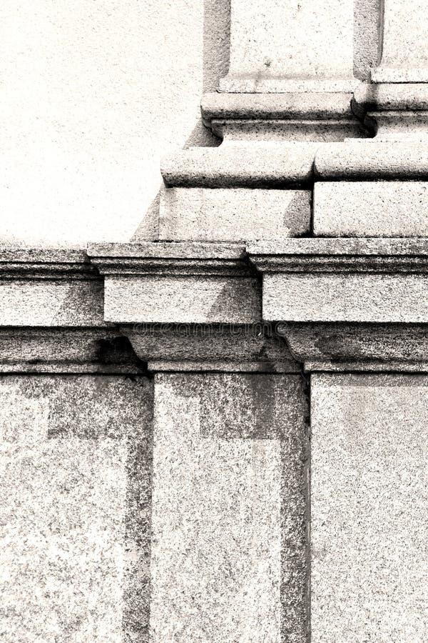 abstracte oude kolom in het land van Europa Italië en marmer stock foto's