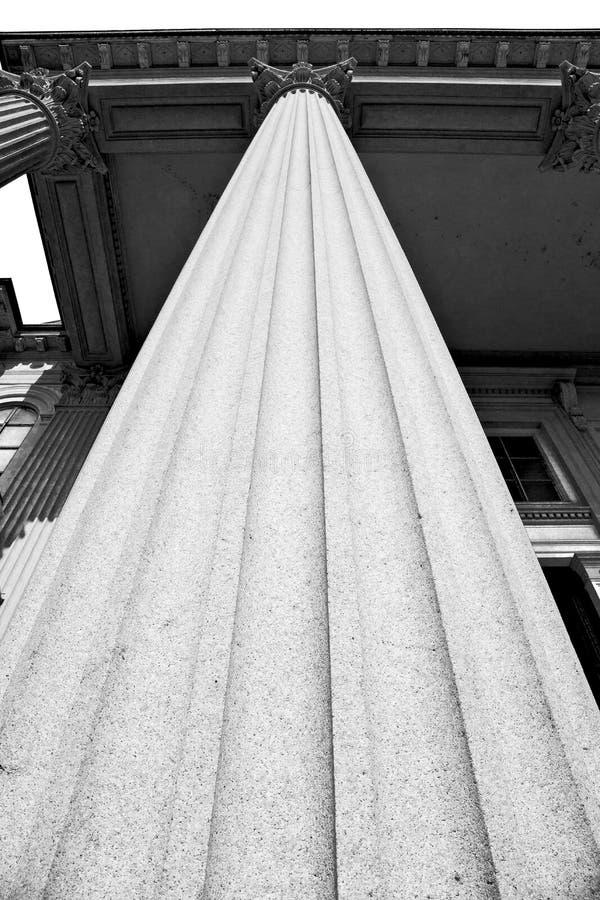 abstracte oude kolom in het land van Europa Italië en marmer stock afbeeldingen