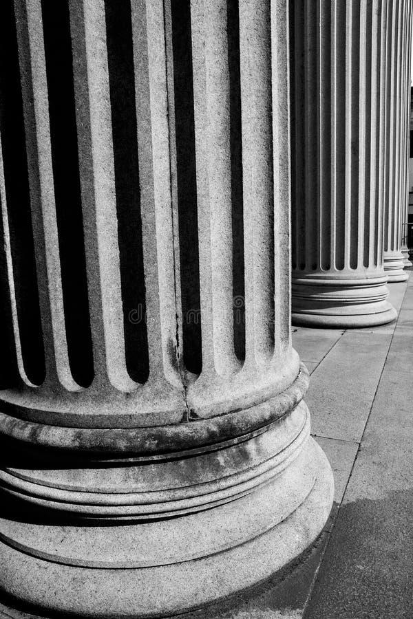 abstracte oude kolom in het land van Europa Italië en marmer royalty-vrije stock afbeelding