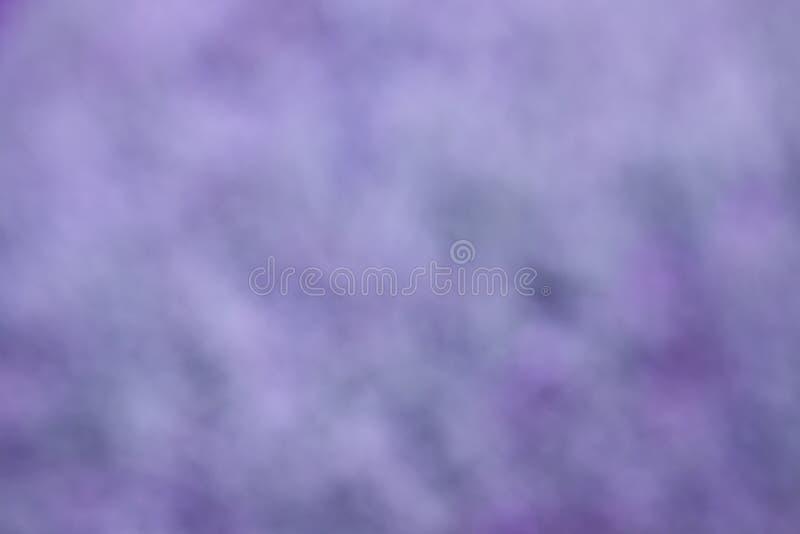 Abstracte purpere achtergrond of Kerstmisachtergrond met heldere centrumschijnwerper stock afbeeldingen