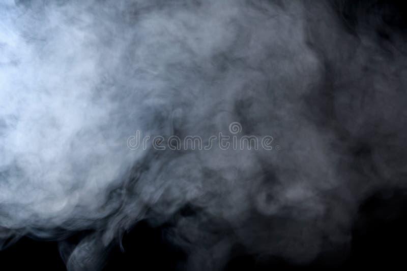 Abstracte rookwaterpijp op een zwarte achtergrond stock afbeeldingen