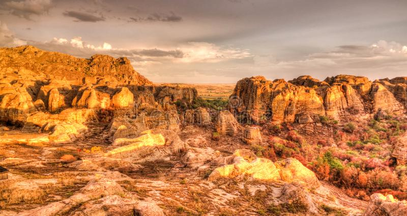 Abstracte Rotsvorming in het nationale park van Isalo bij zonsondergang, Madagascar stock afbeeldingen