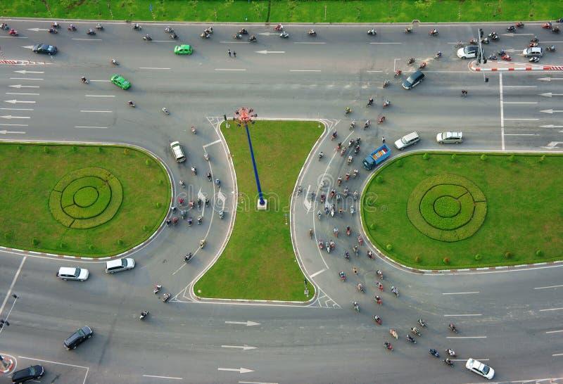 Abstracte scène van verkeer bij kruispunt stock afbeelding
