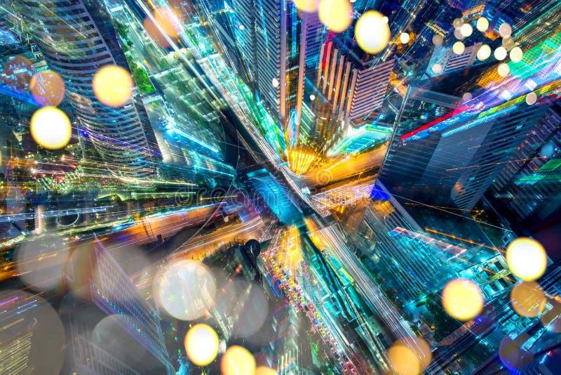 Abstracte stad als achtergrond van de motieonduidelijk beeld van het kunstgezoem met licht bokeh royalty-vrije stock afbeelding