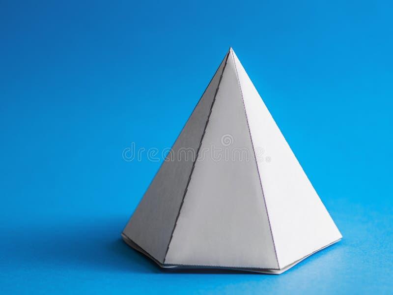 Abstracte stevige piramidevorm royalty-vrije stock foto