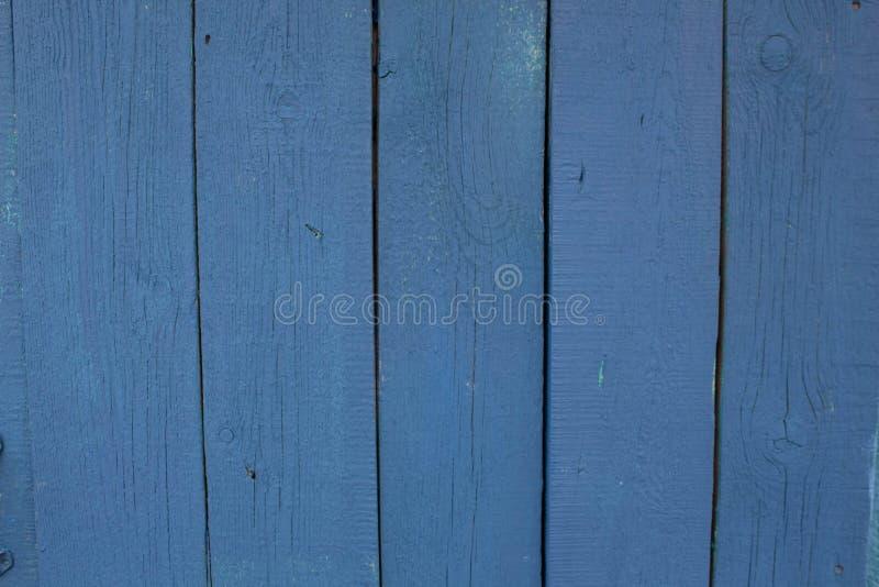 Abstracte turkooise heldere houten textuur over blauwe lichte natuurlijke kleurenachtergrond, oude paneelachtergrond met ruimte v stock foto's