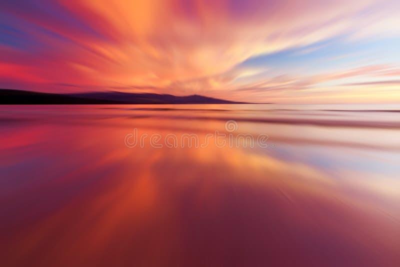 Abstracte weerspiegeling van kleurrijke zonsondergang royalty-vrije stock foto's