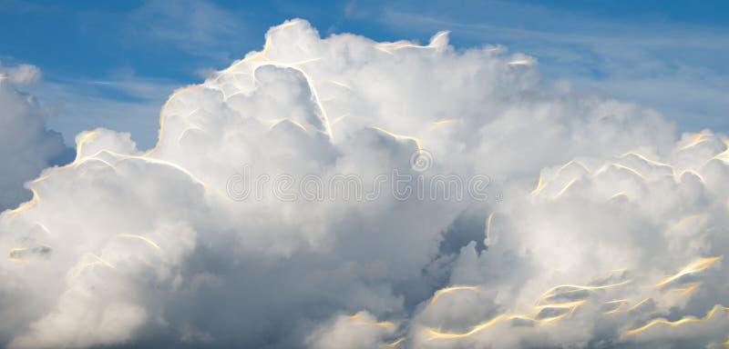 Abstracte wolken met flitsen van energie royalty-vrije stock afbeelding
