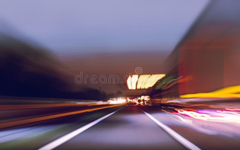 Abstractiemening van de weg vaag bij snelheid stock afbeelding